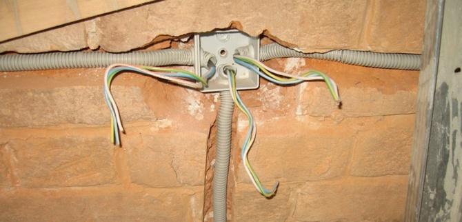 Замена электропроводки в стене